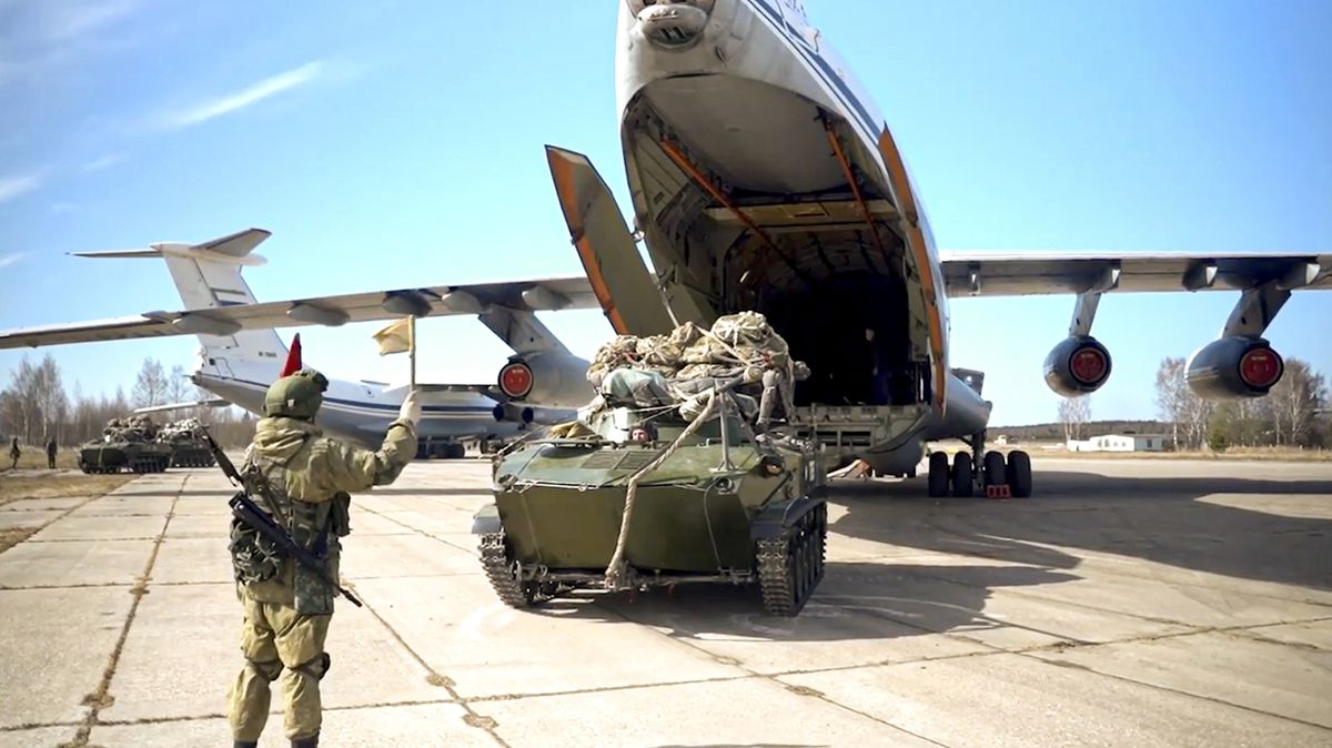 Rusko stahuje po cvičení vojáky z Krymu