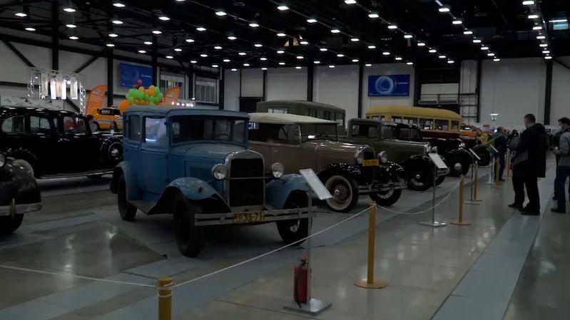 Výstava historických aut v Petrohradě ukázala i sovětskou vzácnost
