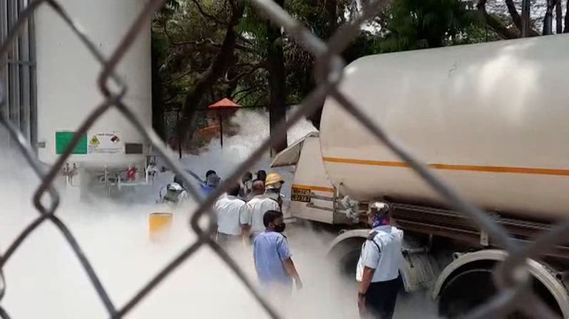 Kvůli úniku kyslíku zemřelo v indické nemocnici 22 pacientů s koronavirem