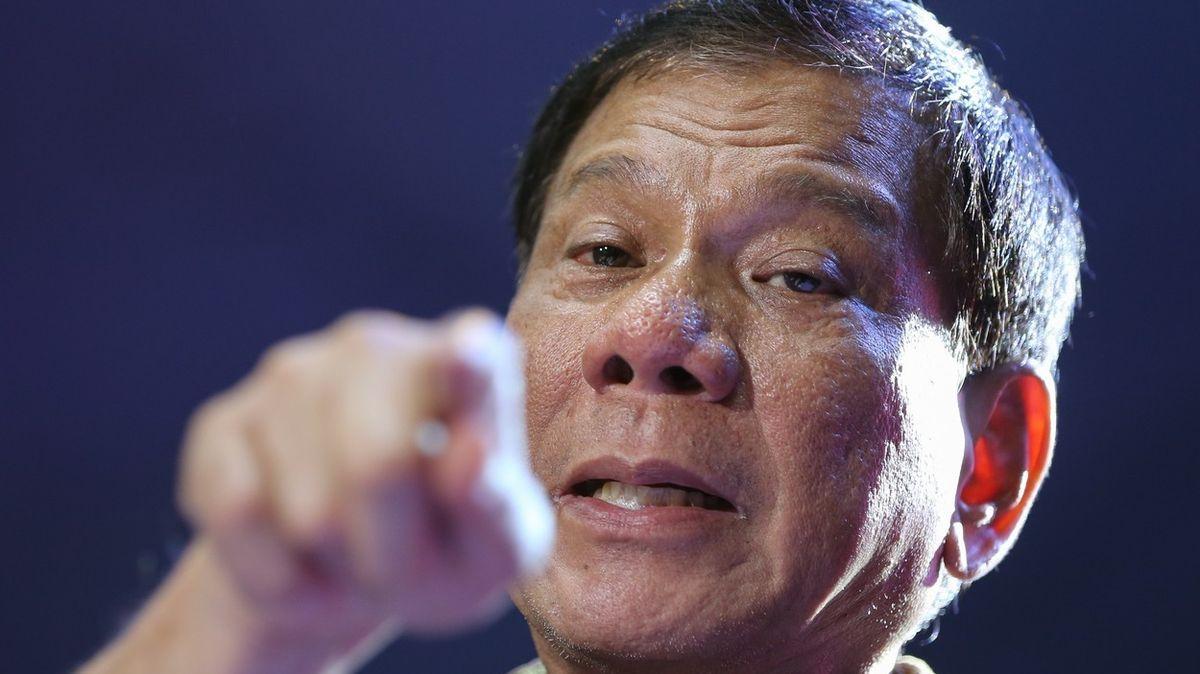 Nechte se očkovat, nebo vás nechám zavřít, vyhrožuje Filipíncům prezident Duterte