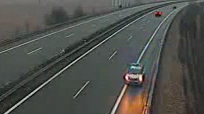 Blikající policejní auto jelo po dálnici na Zlínsku v protisměru, inspekce hledá svědky