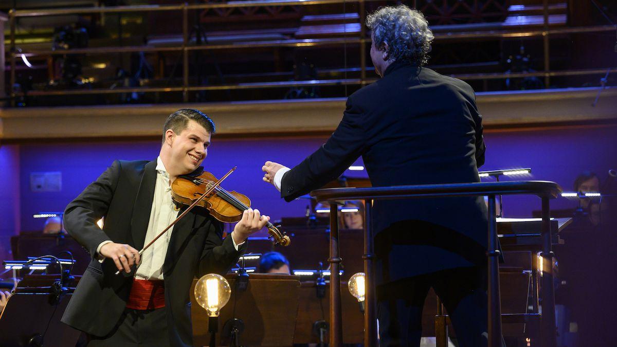 Česká filharmonie hrála pro posluchače ve Dvořákově síni