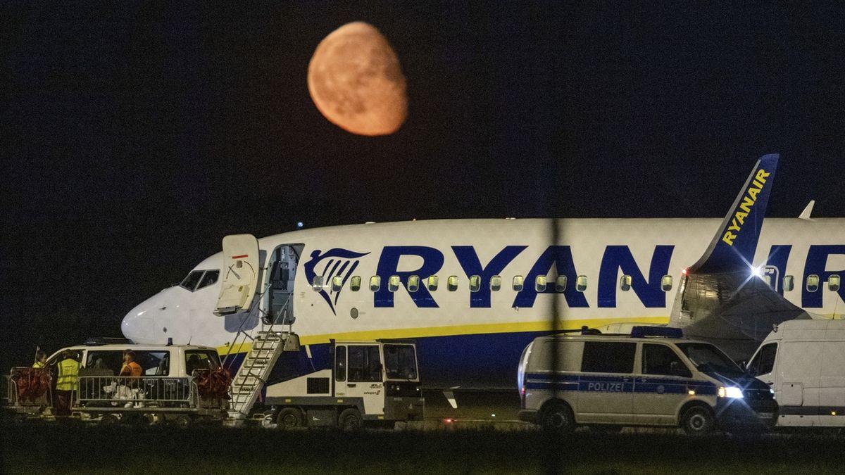 V Berlíně nouzově přistálo letadlo Ryanairu mířící do Polska, prý kvůli bombě