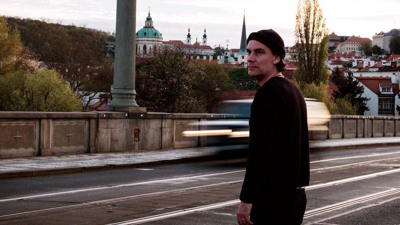 James Harries nabízí v písni Slow Mover pozitivní náladu