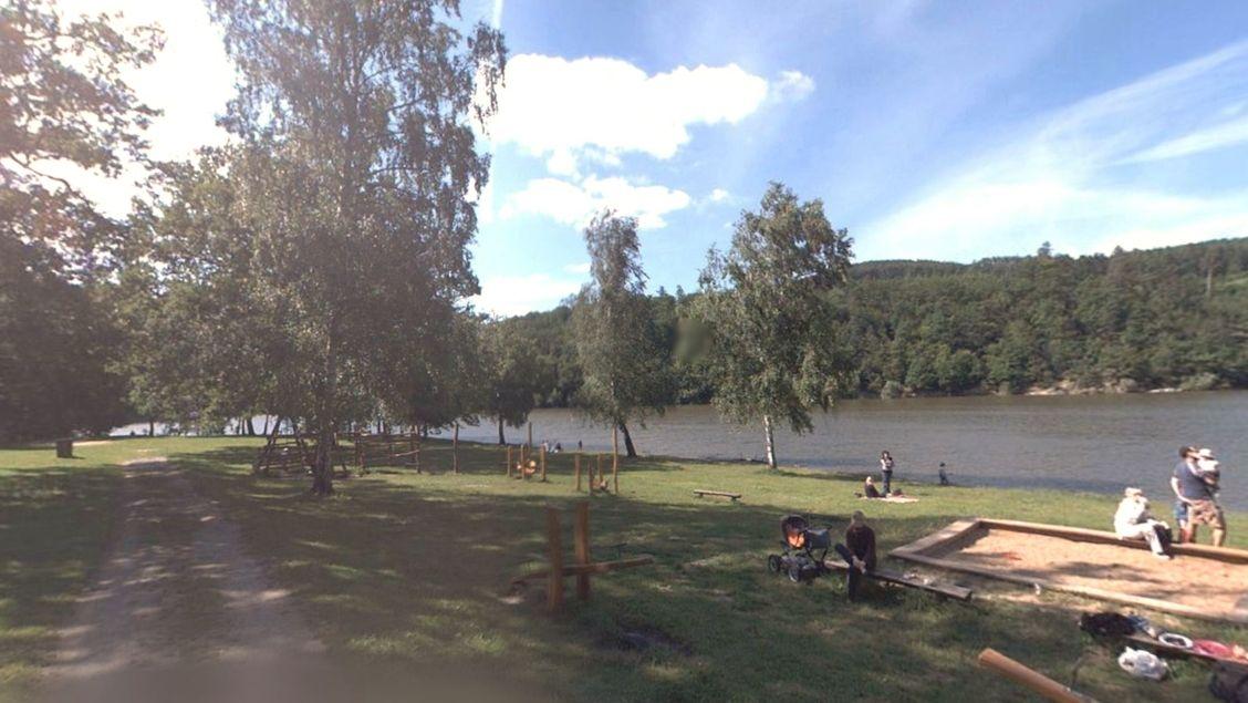 Strážníci na přehradě v Brně trénovali pomoc tonoucímu, zachránili neplavce v nesnázích
