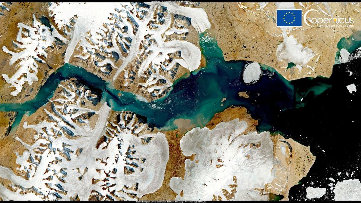 V Grónsku roztálo 8,5 miliardy tun ledu za den