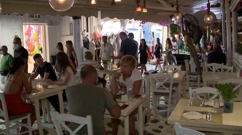 Mykonos se jako první řecká destinace vrací k večerce