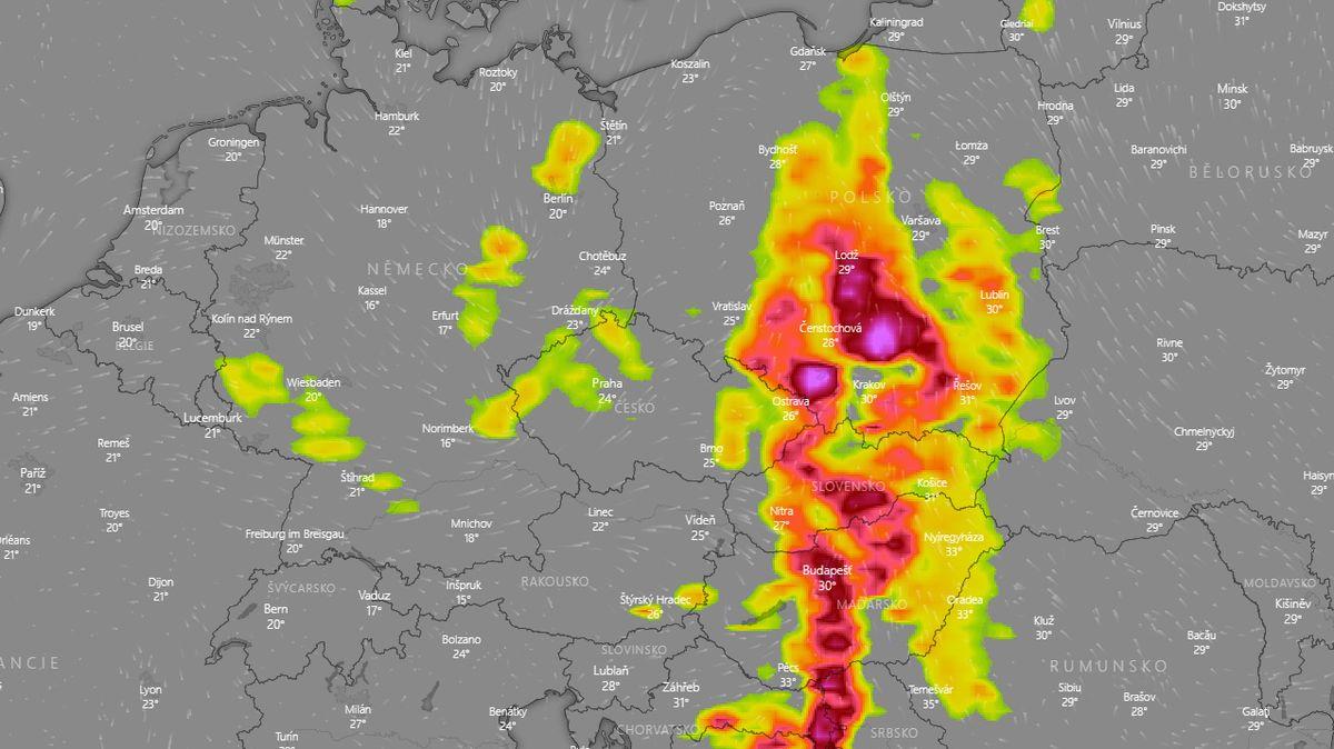 Na východě hrozí velmi silné bouřky, varovali meteorologové