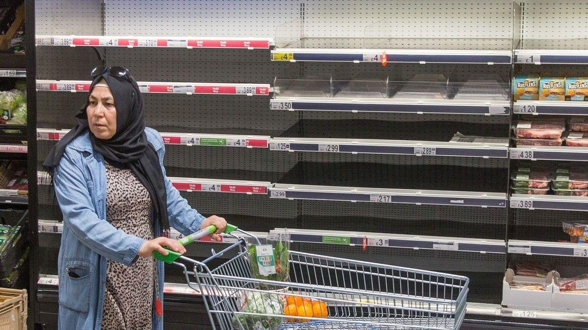 V Británii hrozí kvůli nařízeným izolacím nedostatek potravin