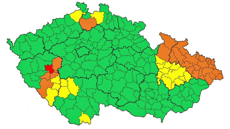 Na východ Česka se ženou velmi silné bouřky, varují meteorologové