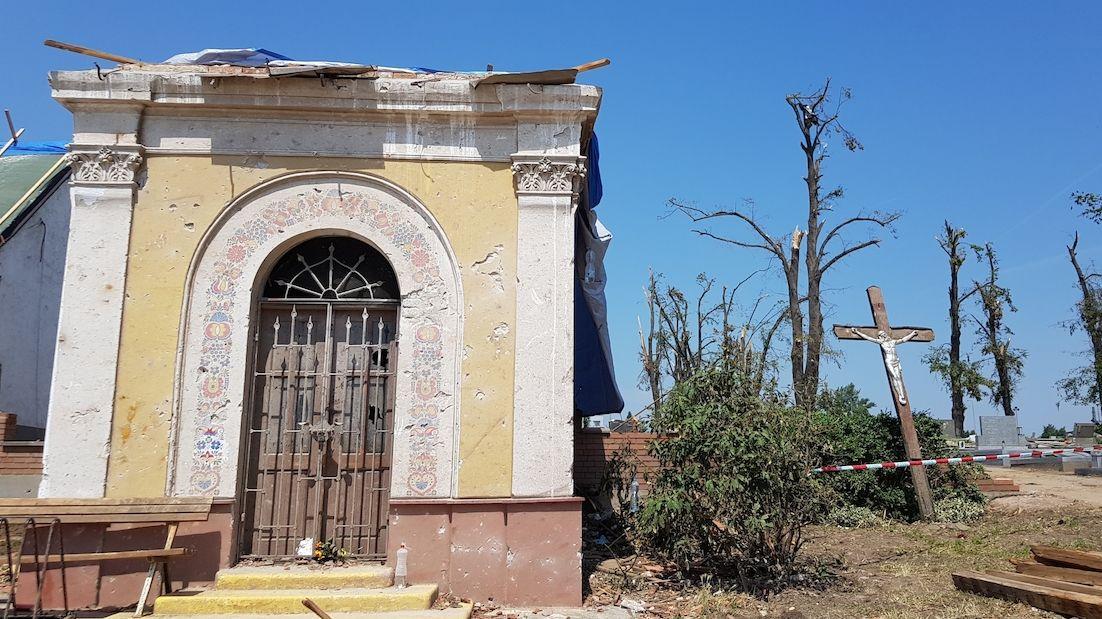 Tornádo poničilo i tisíce hrobů, s obnovou pomůže ministerstvo
