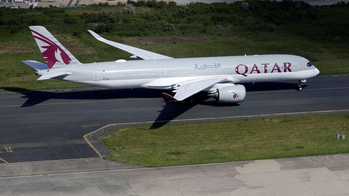 Třináct Airbusů Qatar Airways nesmí létat kvůli nedostatkům na trupu letadel