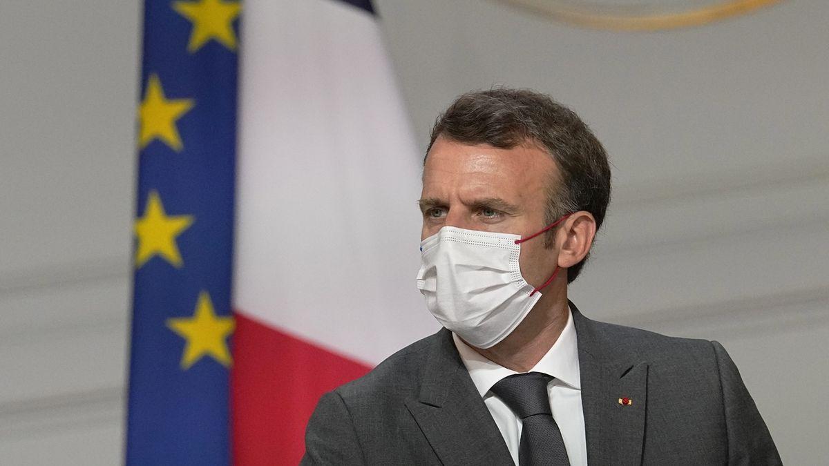 Macron varoval před novou vlnou covidu-19 a ohlásil nové restrikce