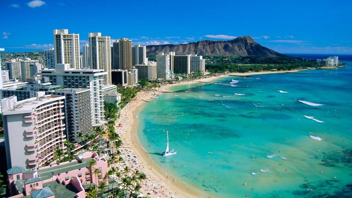 Turisté na Havaji zfalšovali očkovací pasy. Hrozí jim vězení