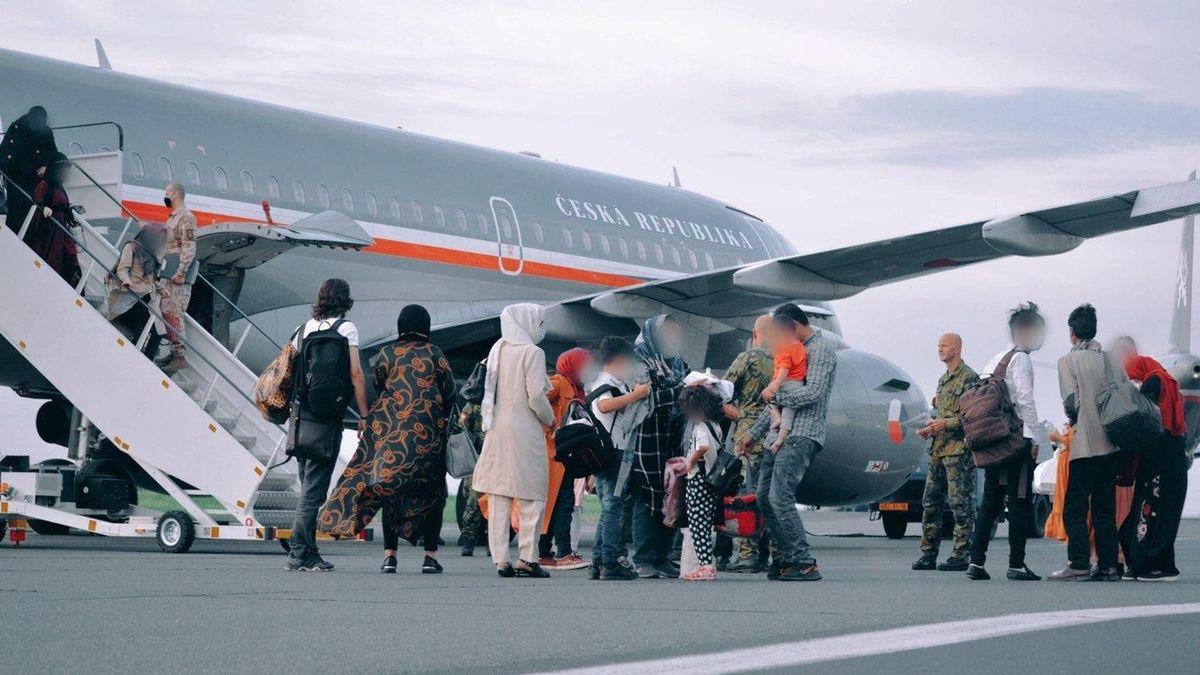 O mezinárodní ochranu v Česku žádá 152 evakuovaných Afghánců