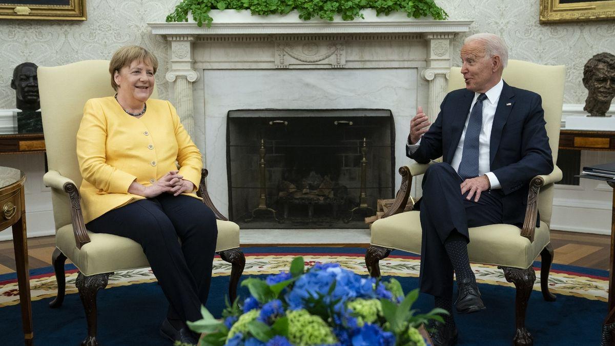 Merkelová se loučila v Bílém domě. Bidenovi Nord Stream za rozkmotření s Němci nestojí