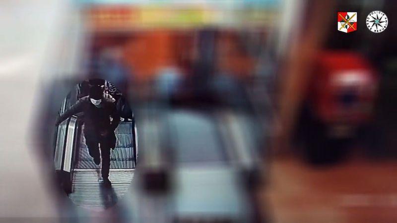 Neznámý zloděj sebral seniorce z kabelky 85 tisíc