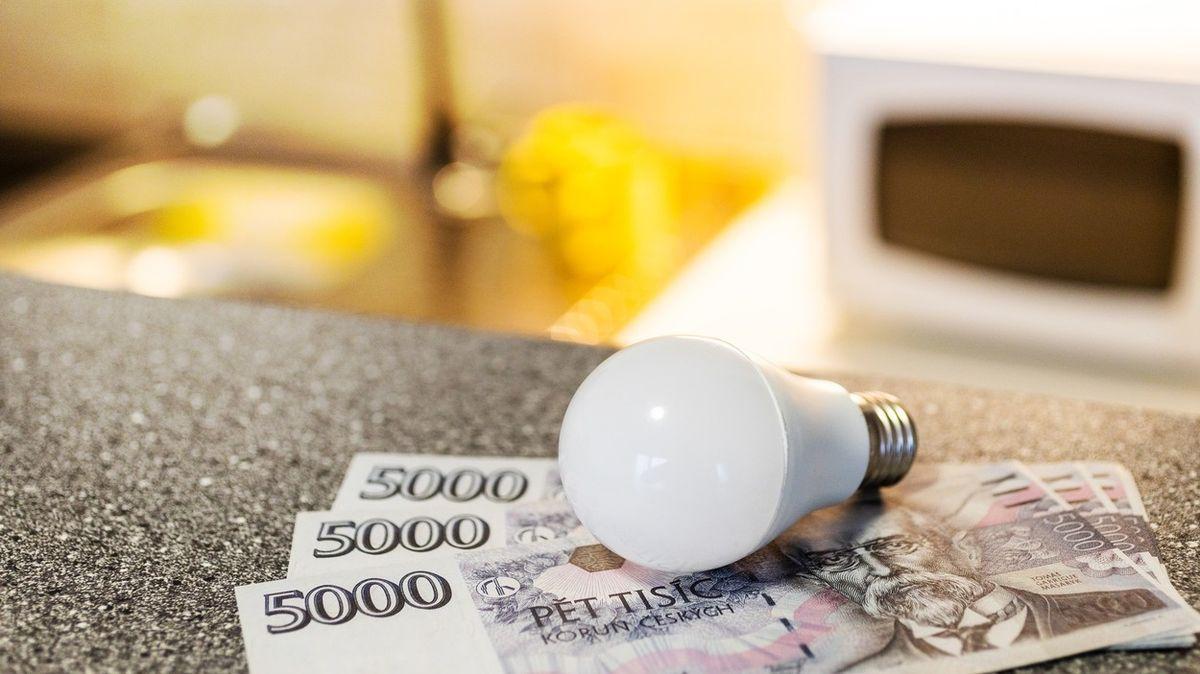 Cena elektřiny na burze dramaticky roste. Odběratelům může zdražit o tisíce