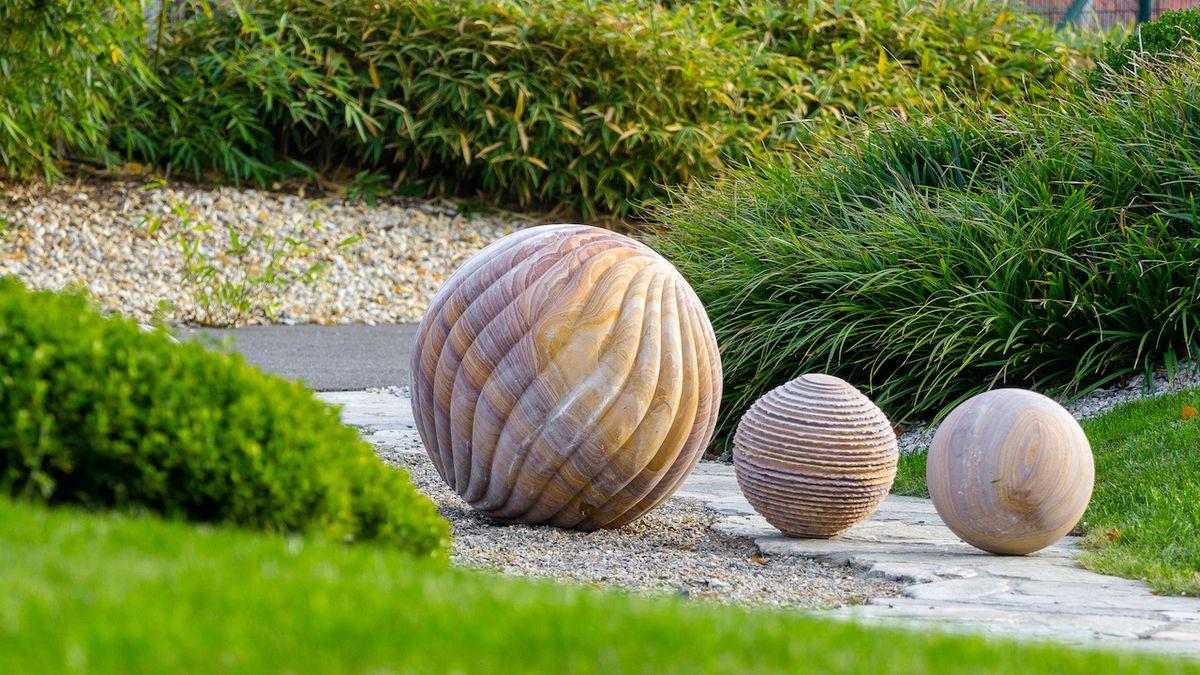 Betonu a kameni to v zahradě sluší