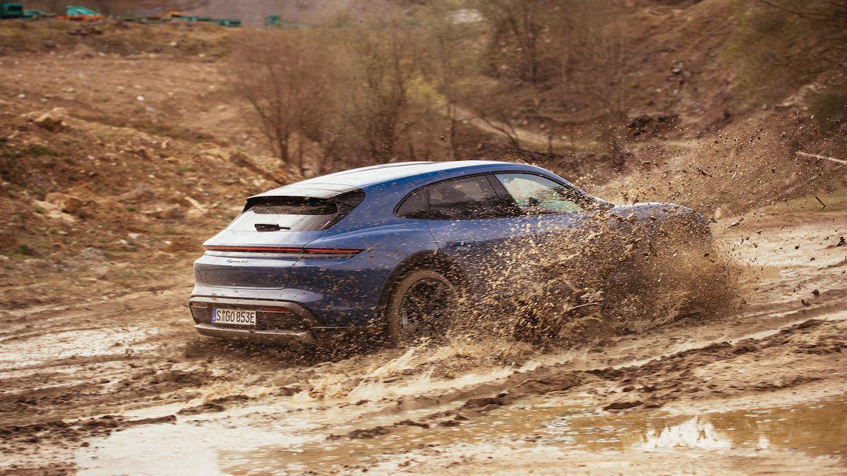 Za volantem Porsche Taycan Cross Turismo: Nevídaný kříženec