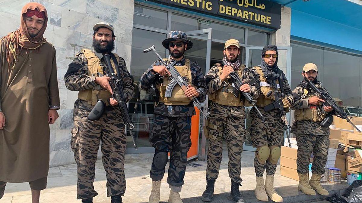 Tálibán ponížil Západ, nad Kandahárem hlídkuje s americkým Black Hawkem