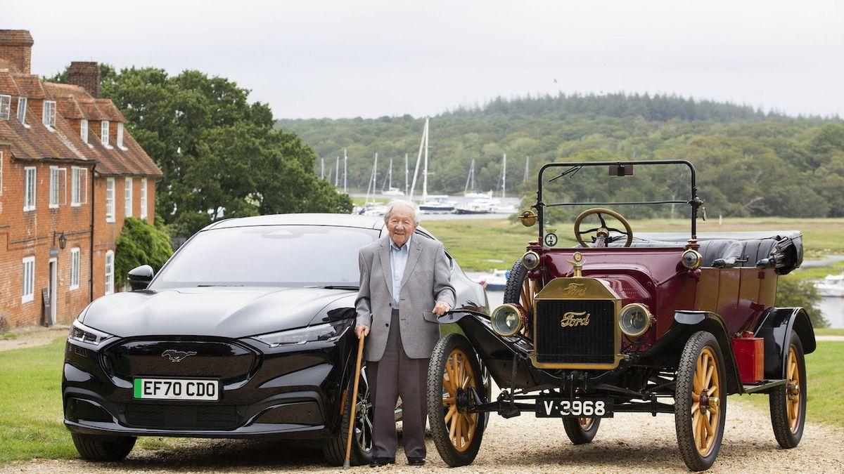 Celý život s Fordem. 101letý muž začínal s Modelem T, nyní vyzkoušel elektrický Mustang