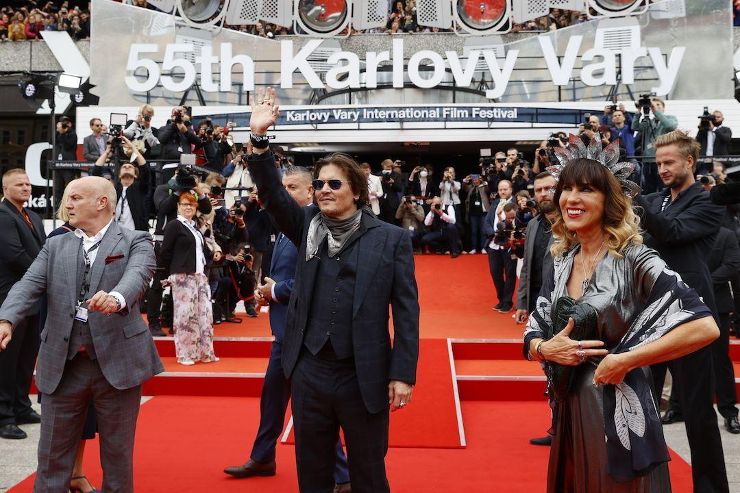 Johnny Depp na červeném koberci v Karlových Varech.