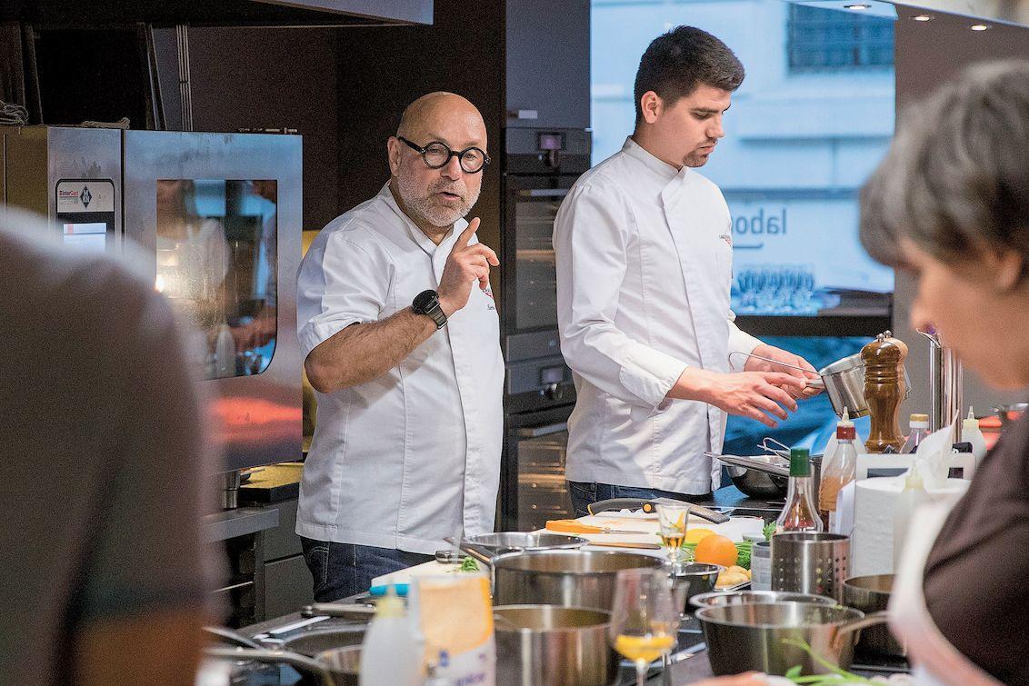 Martin Kortus během lekce vaření.