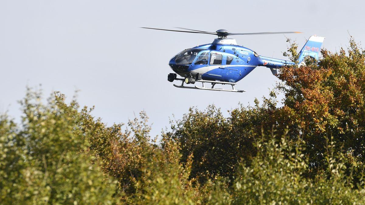 Po dívce pátral i policejní vrtulník.