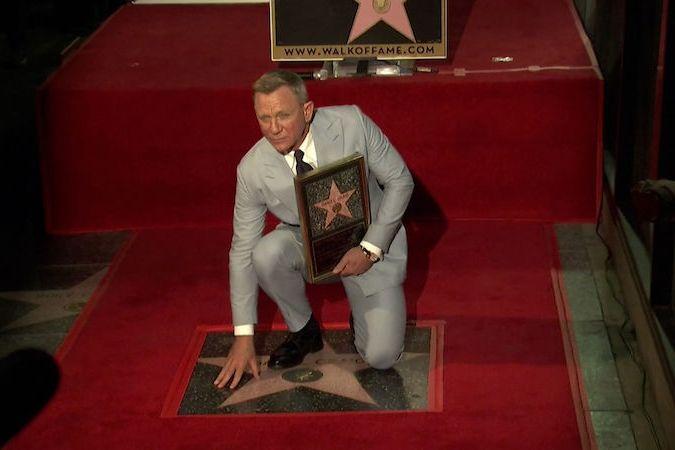 BEZ KOMENTÁŘE: Daniel Craig odhalil svou hvězdu na chodníku slávy v Hollywoodu