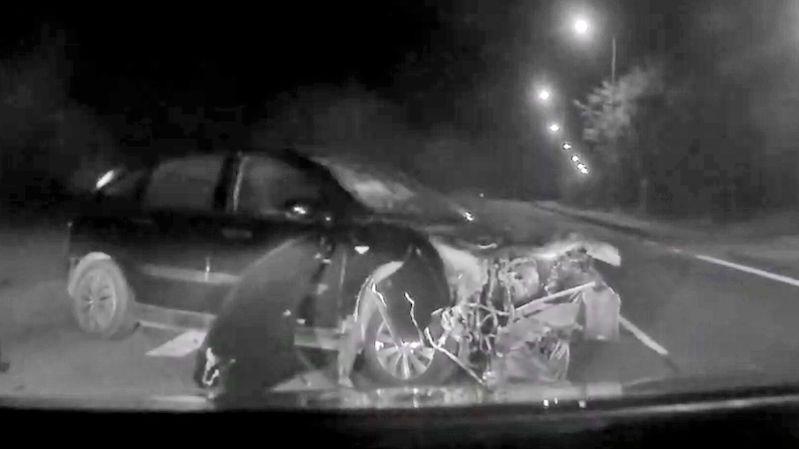 Řidič na pervitinu uháněl před policií, skončil v plotu