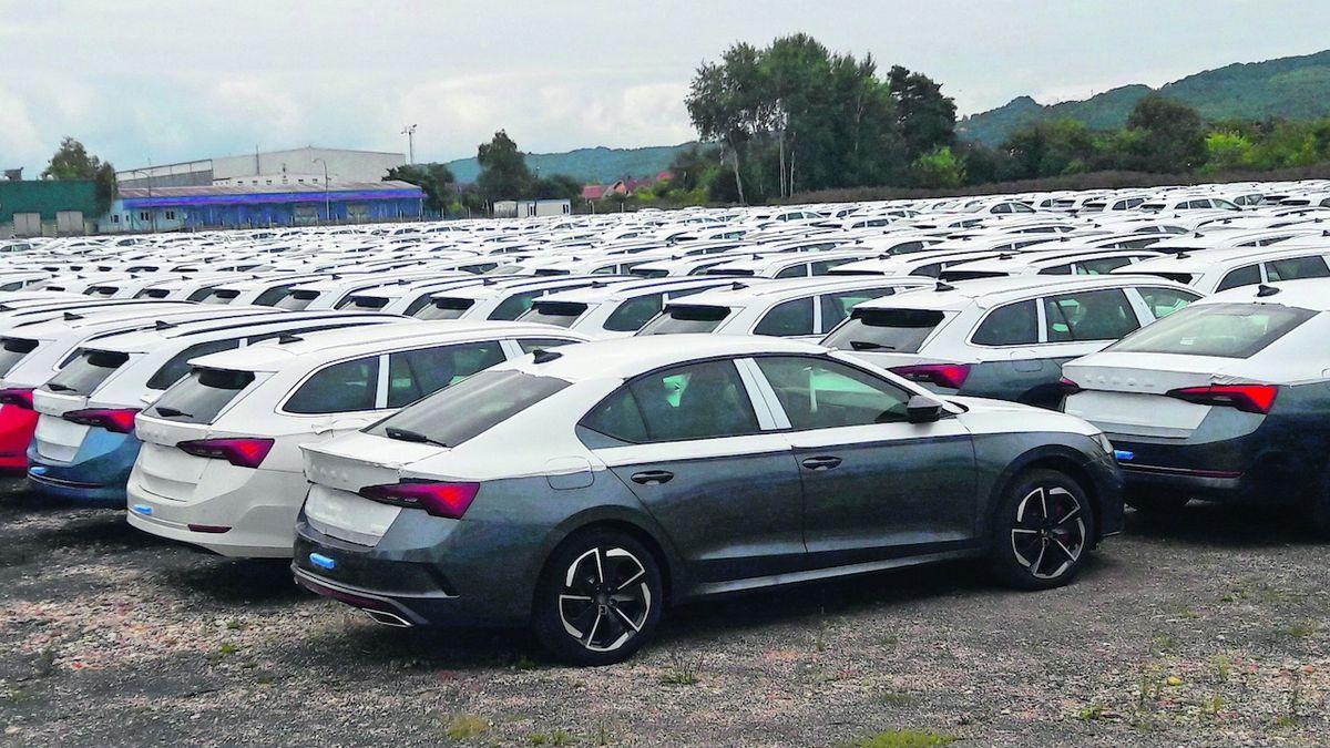 Škoda Auto zastavila výrobu, zaměstnanci berou 80 procent platu