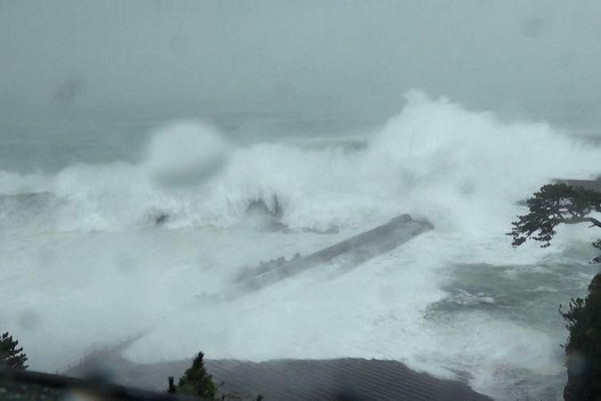 BEZ KOMENTÁŘE: Tajfun Mindulle bičuje Tokio