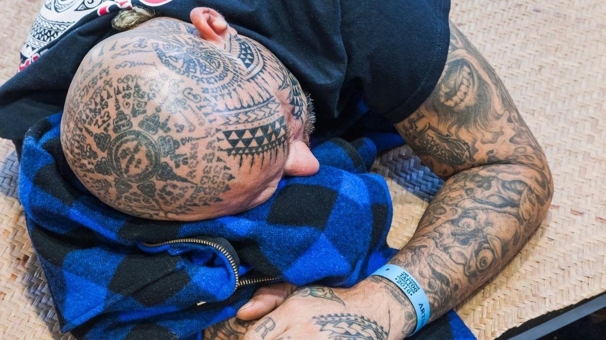 88? To umřel táta. Kontroverzní tetování hatí populární reality show