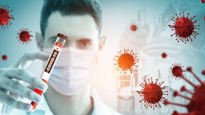 Vlastní gól imunitního systému. Studie potvrdila, proč má někdo covid těžký a dlouhý