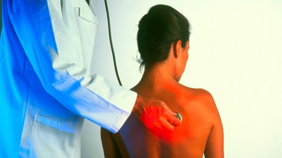 Telemedicína u pneumologů nefunguje, potřebují nemocné poslechnout a osobně vyšetřit