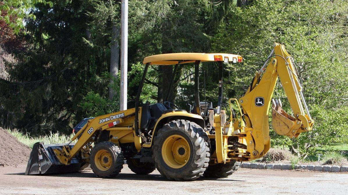 Polák nechal čtyřletého syna řídit traktor. Jel jsem před ním a vše kontroloval, hájil se