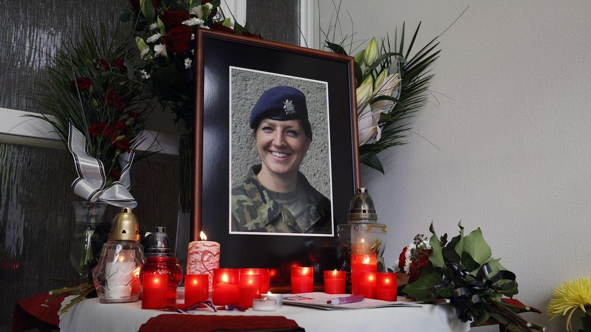 Rodina i armáda se rozloučily se štábní praporčicí Tichou
