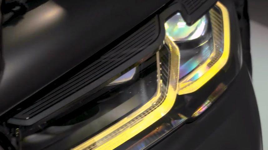 Nevídané retro. Přední LED světla nového BMW M5 CS napodobují halogeny