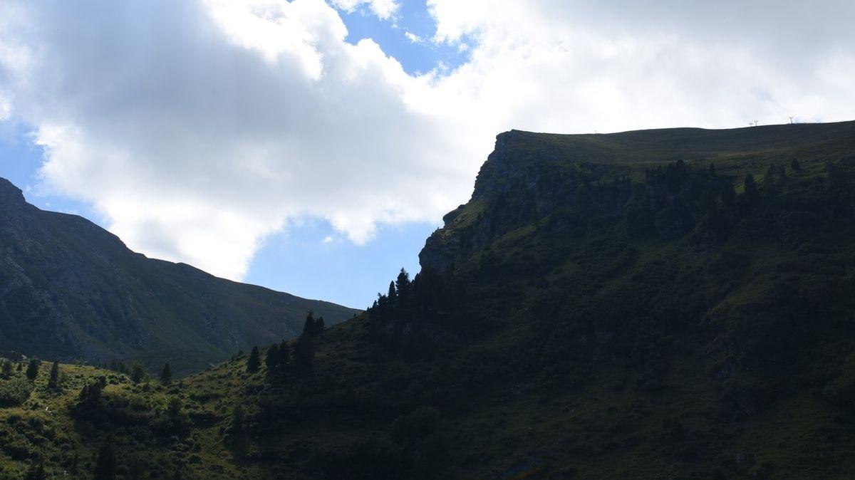 Romantické zásnuby v Alpách skončily 200 metrů dlouhým pádem