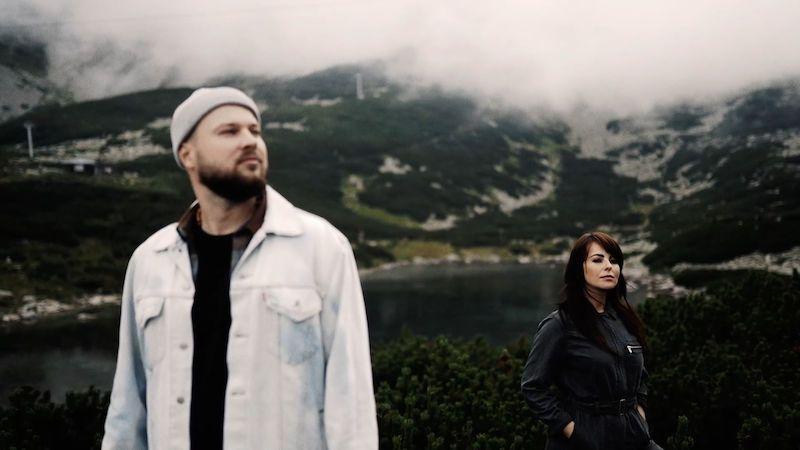 Kapela Poetika natočila píseň a klip s Katarínou Knechtovou