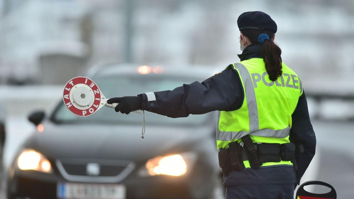 V Rakousku padaly pokuty za lyžování. Policie se zaměřila na cizince