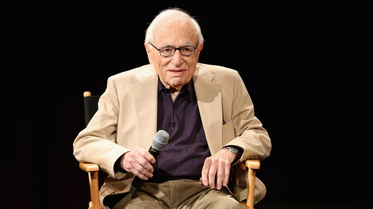 Zemřel scenárista Walter Bernstein, spoluautor Sedmi statečných
