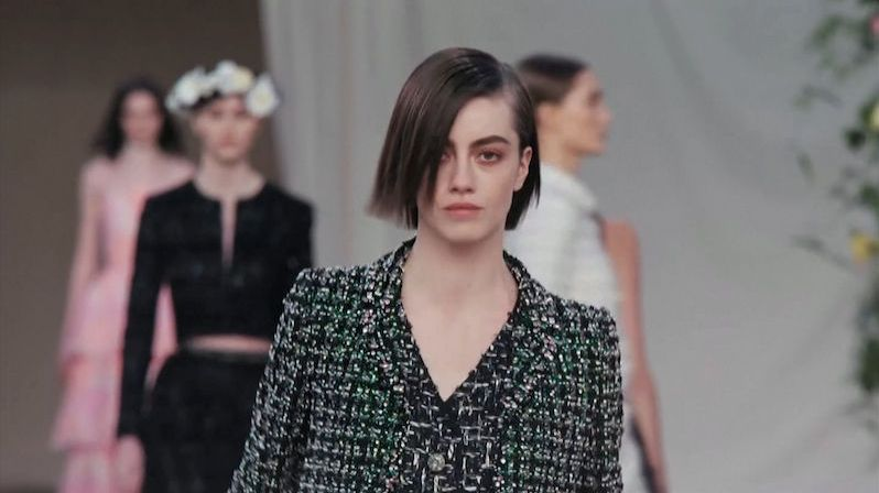 Přehlídka Chanelu připomínala rozkvetlé pařížské parky