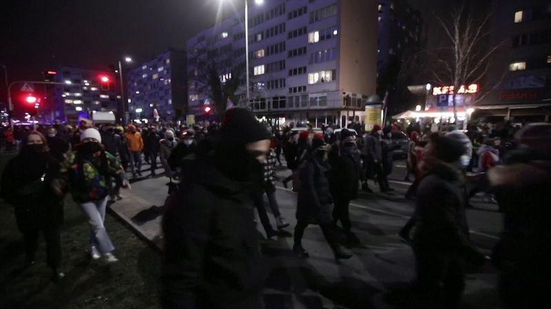 Polský soud zakázal potraty, i když je plod poškozený. Lidé vyšli do ulic