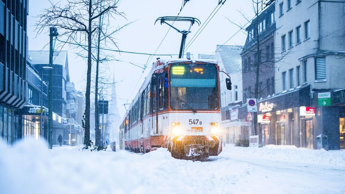 Mimořádný vpád zimy, části Německa zasypal sníh