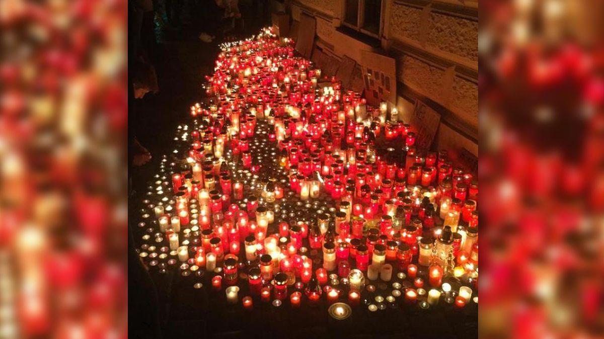 Před MŠMT nakonec kvůli maturitám zaplály stovky svíček