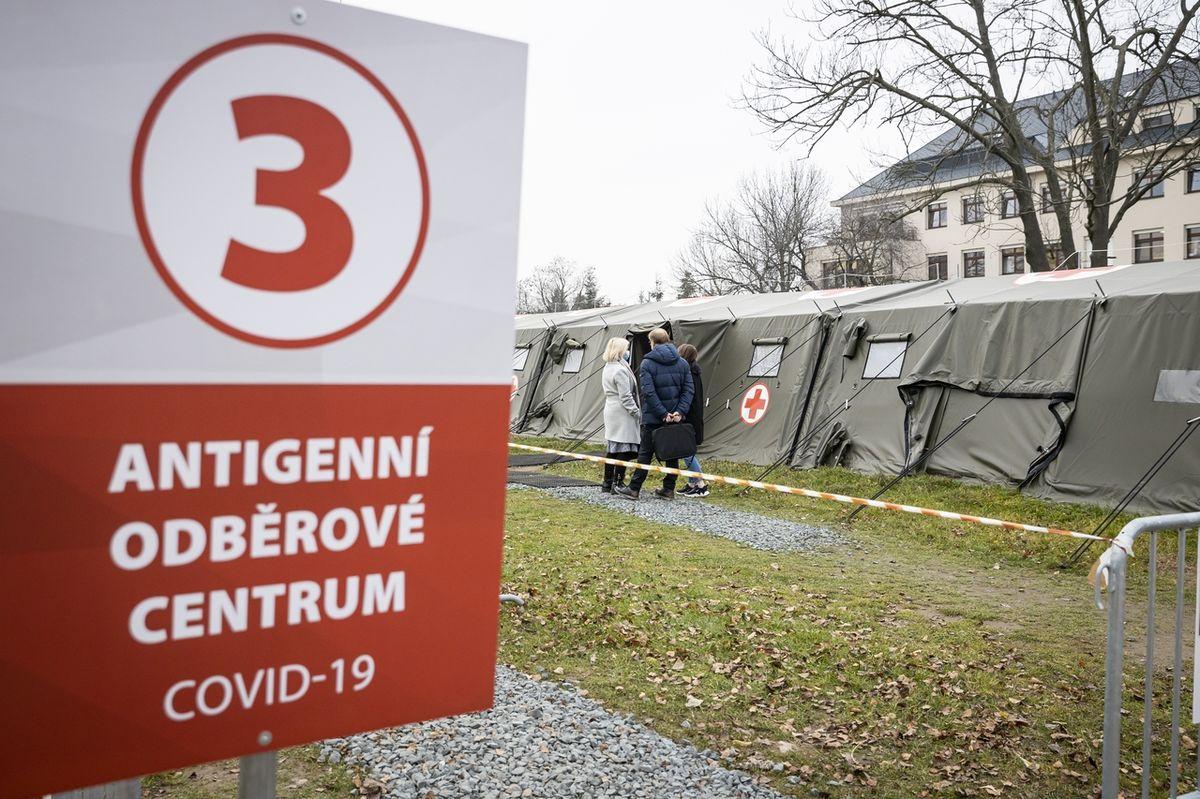 V Česku přibylo dalších 8032 nakažených