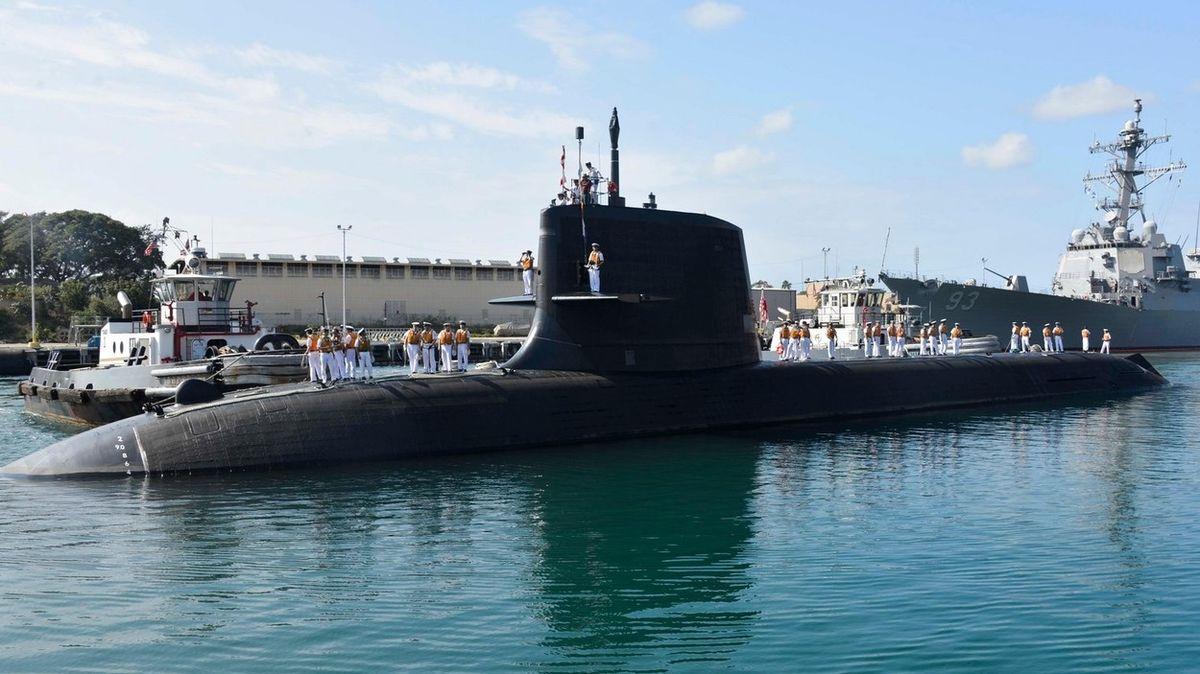 Japonská vojenská ponorka se srazila s nákladní lodí