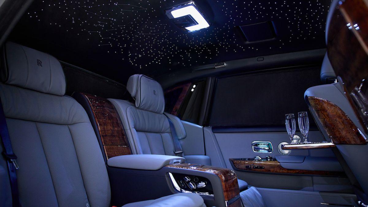 Exkluzivní Rolls-Royce Phantom je zdoben dřevem, které roste na jediném místě